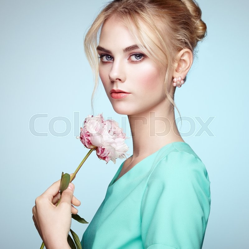 Stock image of 'Portrait of beautiful sensual woman with elegant hairstyle.  Perfect makeup. Blonde girl. Fashion photo. Flowers'