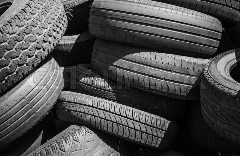 Stock image of 'Heap of old used worn-out car tires'