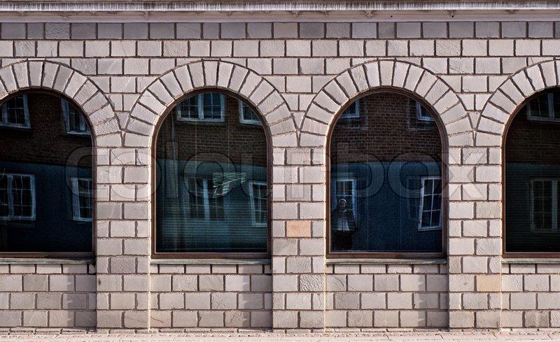 Marvelous Große Bogenfenster Aus Dem Dänischen Haus Mit Blick Auf Die Straße,  Stock Foto