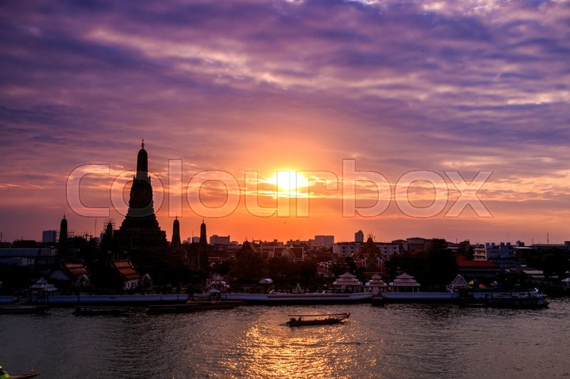 Stock image of 'Wat Arun Ratchawararam Ratchawaramahawihan or Wat Arun (Temple of Dawn) at twilight, Bangkok, Thailand, They are public domain or treasure of Buddhism, no restrict in copy or use'