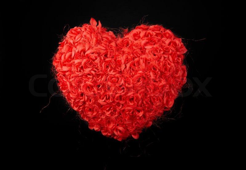 herz aus rosen rote rosen auf schwarzem hintergrund. Black Bedroom Furniture Sets. Home Design Ideas