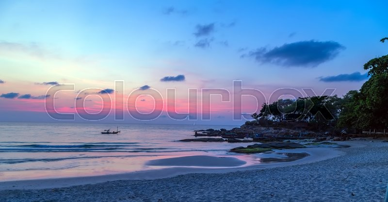 Stock image of 'hot tropical sunset sky over sea background.'