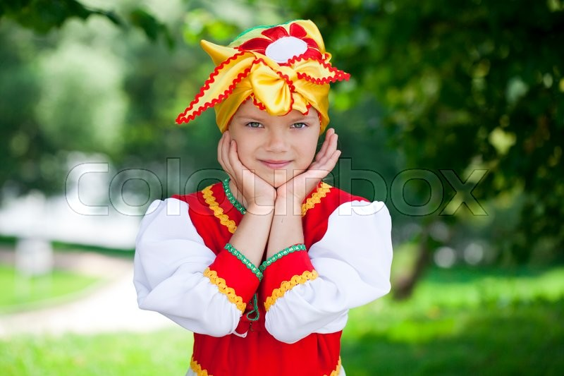 Stock image of 'Close up Little girl is dressed in the Russian national dress шт summer park'