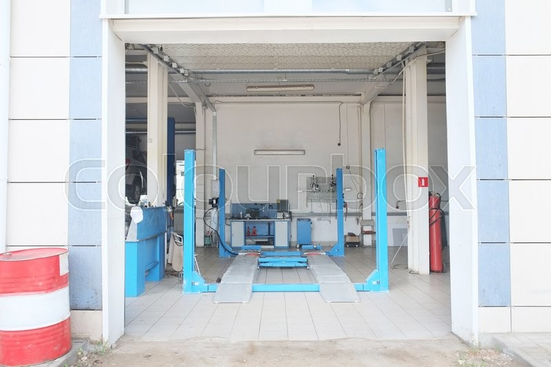 Stock image of 'Interior of a car repair station'