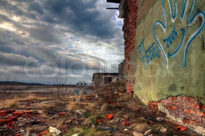 Stock image of 'Abandoned buildings and the sky with clouds over them'