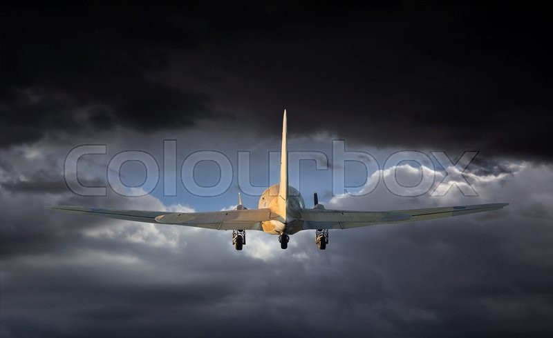 Stock image of 'Airplane is flying into the storm.'