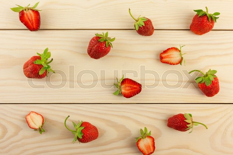 Stock image of 'strawberries on a wooden table'