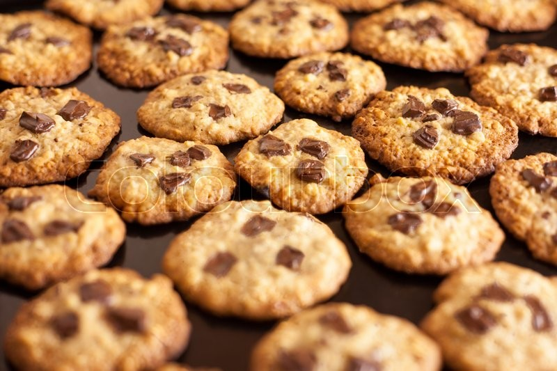 Stock image of 'Chocolate Chip Cookies on black plate'