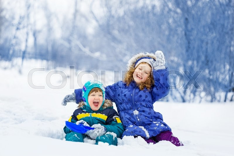 Stock image of 'Happy children playing in the winter park.'