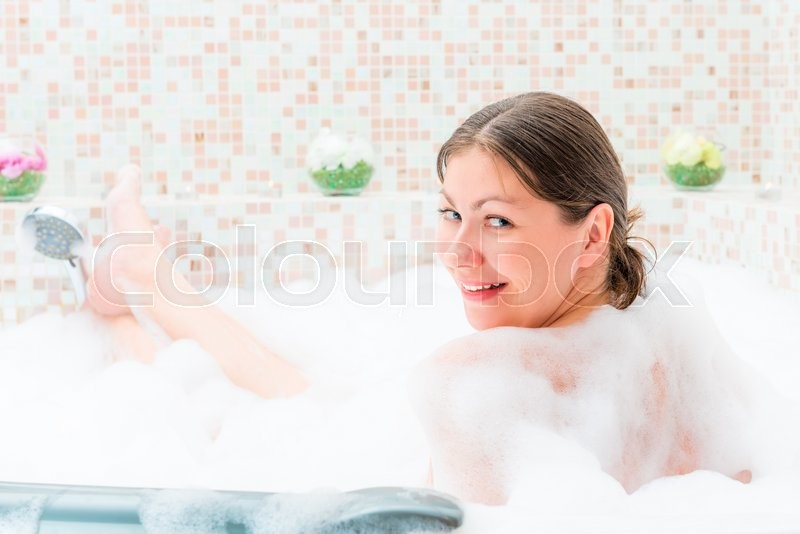 Stock image of 'Single girl sitting in the jacuzzi with foam'