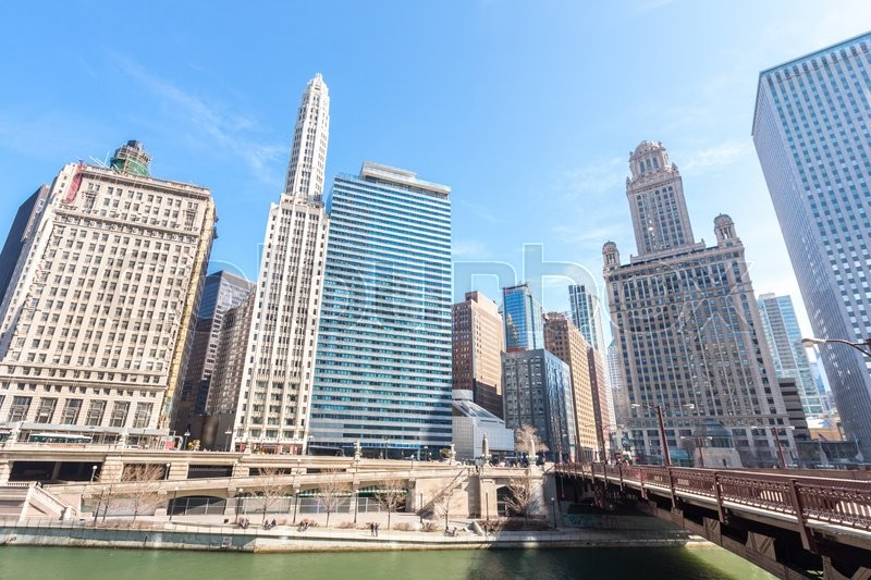 Stock image of 'Chicago downtown and River with bridges'