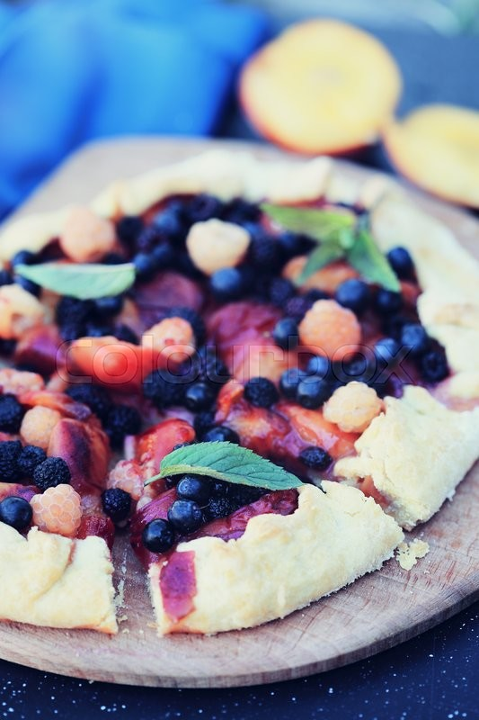 Stock image of 'homemade pie with peaches and blackberries'