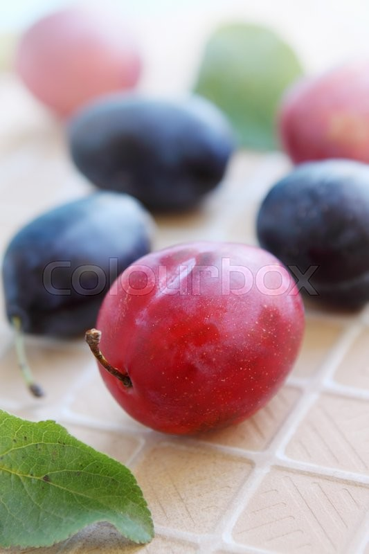 Stock image of 'fresh juicy organic plums'