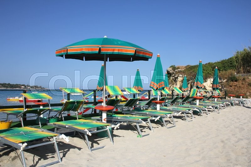 Stock image of 'Green umbrellas on the sandy beach'
