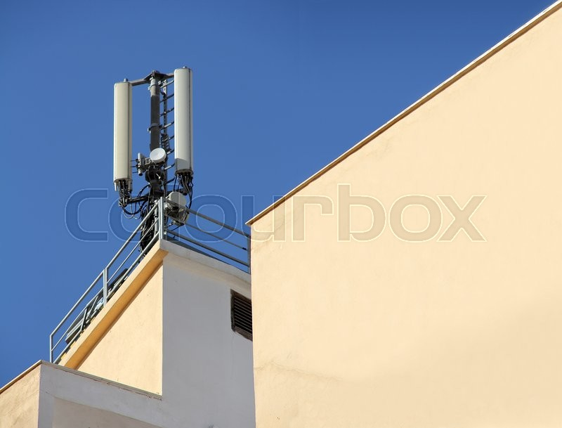 Stock image of 'Antennas for mobile devices mounted on the building'