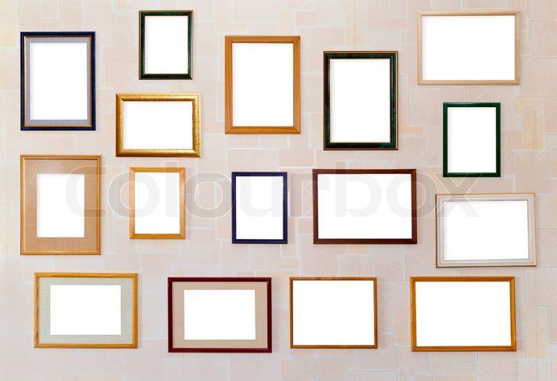 Mange forskellige blank rammer til billeder hænge på en væg. | stock foto | Colourbox