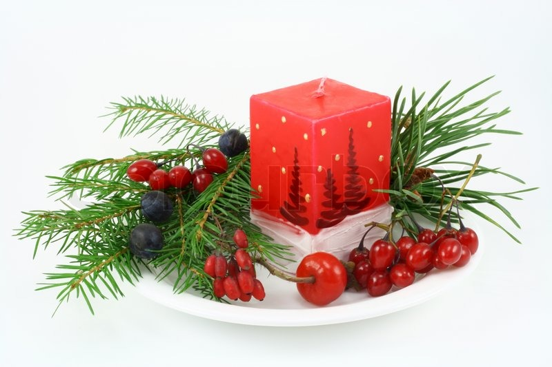 in der n he einer weihnachtskerze der tanne zweig beeren der heckenrose schlehe beeren einer. Black Bedroom Furniture Sets. Home Design Ideas