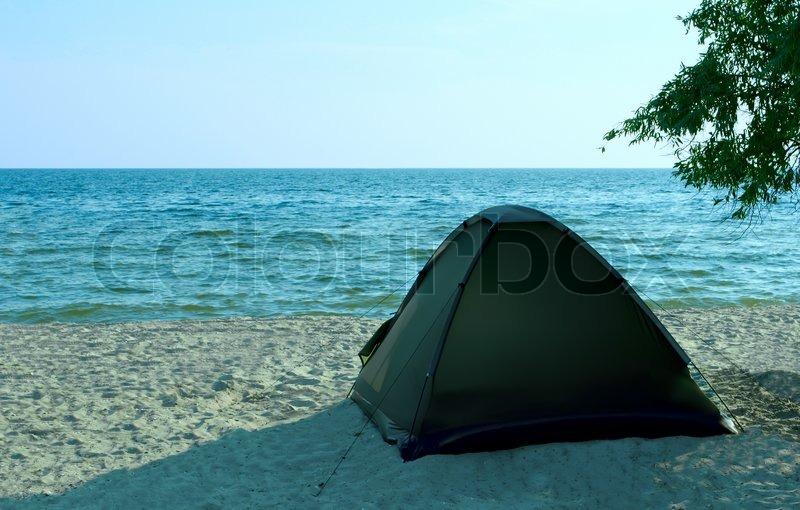 Zelt Auf Wohnmobilstellplatz : Zelt auf dem strand einsamkeit stockfoto colourbox