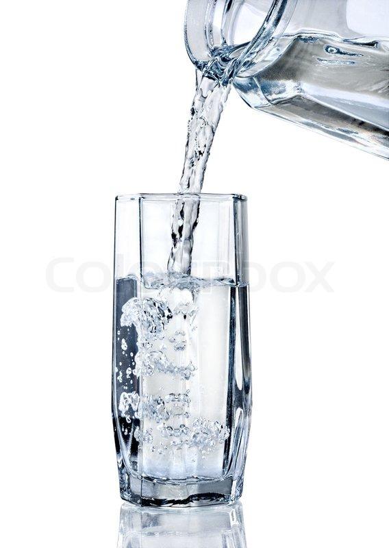 Frischwasser Wird In Ein Glas Gegossen Stockfoto Colourbox