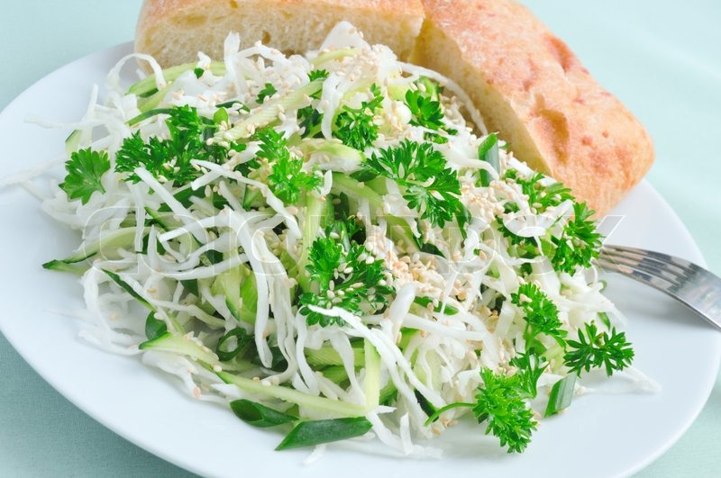 Sommer Salat Frisk Kål Og Agurk Salat Stock Foto Colourbox