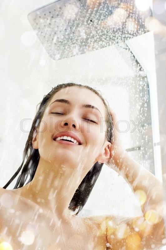 Как моется девушка фото