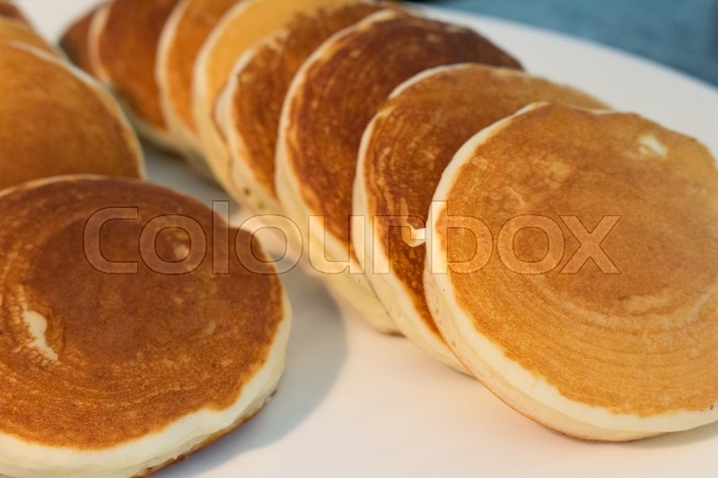 Stock image of 'closeup of tray with Dorayaki on dinning table'