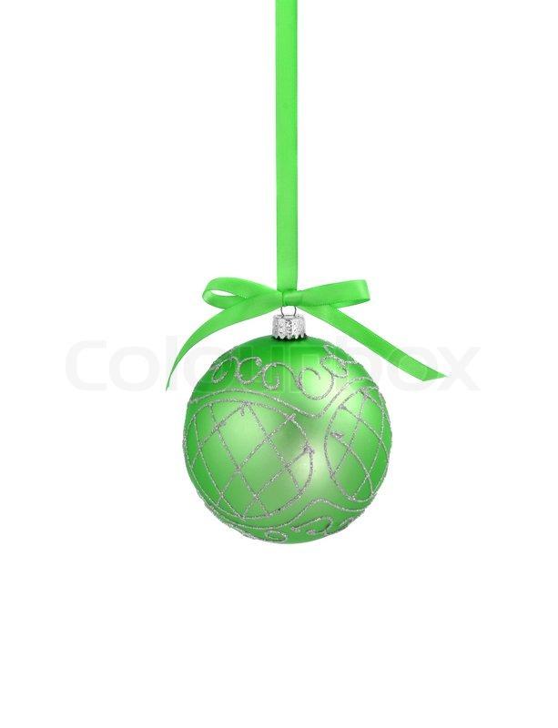 green weihnachtskugel mit band auf wei em hintergrund mit kopie platz f r text stockfoto. Black Bedroom Furniture Sets. Home Design Ideas