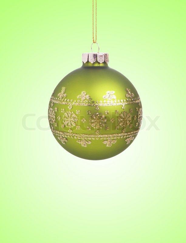 green weihnachtskugel mit band auf gr nem hintergrund mit kopie raum f r text stockfoto. Black Bedroom Furniture Sets. Home Design Ideas