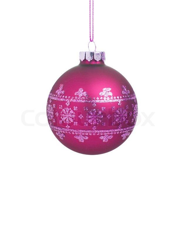 rote weihnachtskugel mit band auf wei em hintergrund mit kopie platz f r text stockfoto. Black Bedroom Furniture Sets. Home Design Ideas