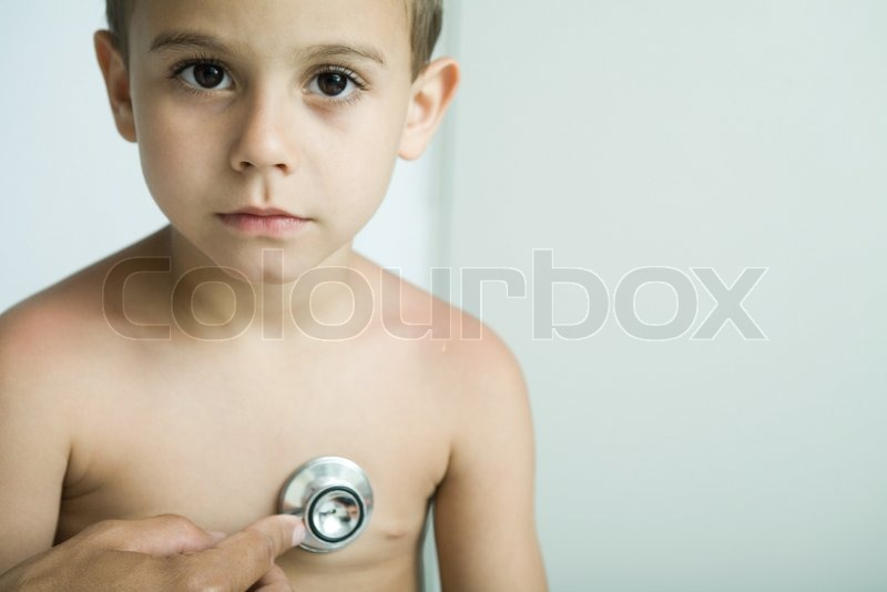 ale ventura altopress maxppp doctor listening to boy s chest with