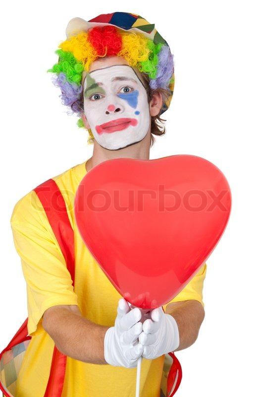 Junger mann in einem clown kost m mit einem herzf rmigen luftballon isoliert stockfoto - Clown schminken bilder ...