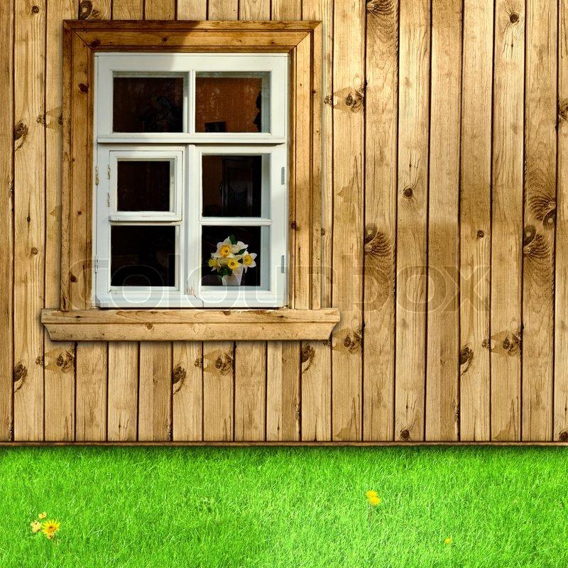 u ere holzhaus mit fenster und das gr ne gras im hof stockfoto colourbox. Black Bedroom Furniture Sets. Home Design Ideas