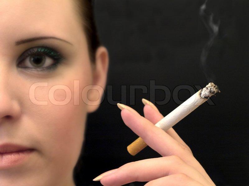 Erwachsene und aus zweiter Hand rauchen