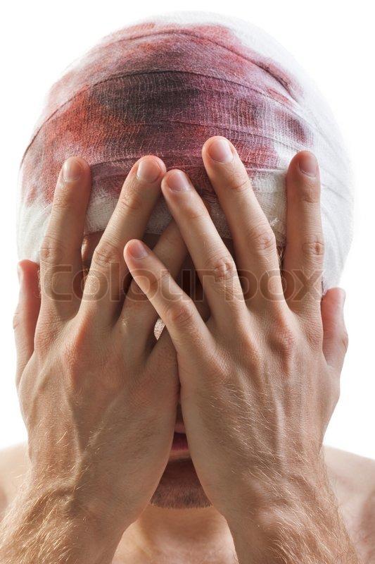 Bandage am menschlichen Gehirn Gehirnerschütterung Blut Wunde Kopf ...