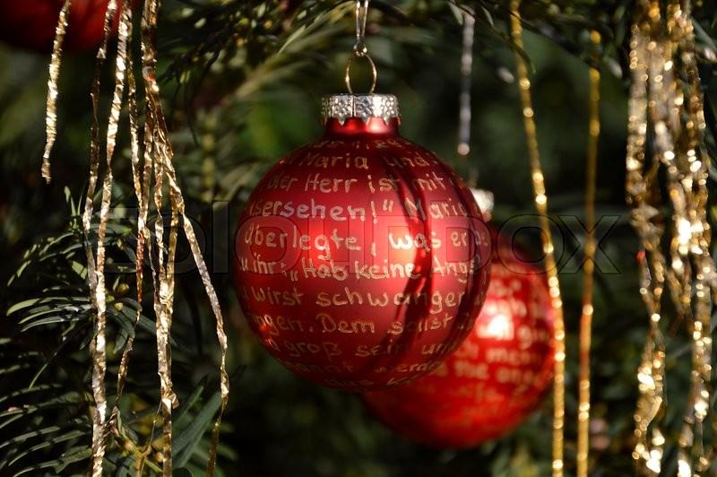 Rote Christbaumkugeln.Rote Christbaumkugeln Mit Goldener Stock Bild Colourbox