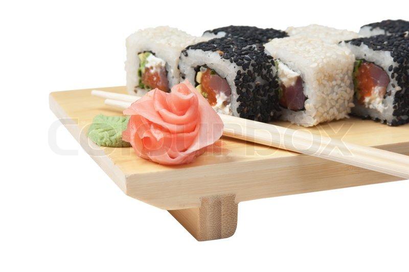 traditionelle asiatische k che sushi auf holzplatte isoliert auf wei em hintergrund stockfoto. Black Bedroom Furniture Sets. Home Design Ideas