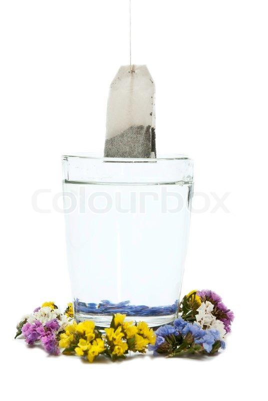 zubereitung von tee im glas mit blumen stockfoto colourbox. Black Bedroom Furniture Sets. Home Design Ideas