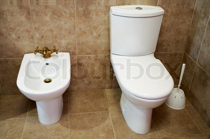wc sch ssel und bidet in einer toilette stockfoto colourbox. Black Bedroom Furniture Sets. Home Design Ideas
