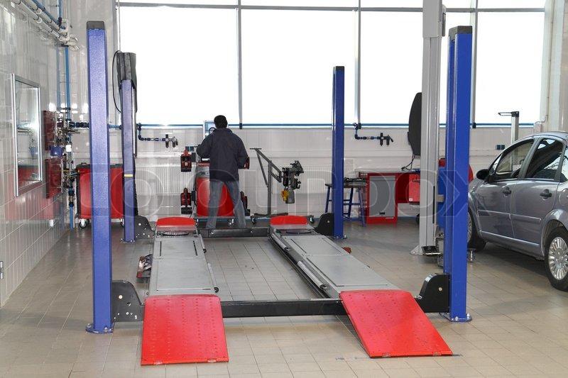 Das Bild der Aufzug in das Auto - Pflege -Workshop | Stockfoto ...