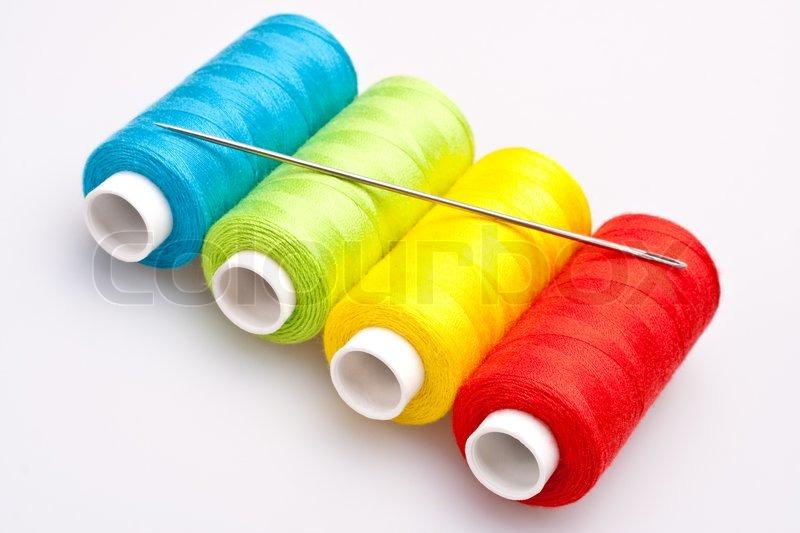 multi farbigen regenbogen themen f r das n hen mit nadel stockfoto colourbox. Black Bedroom Furniture Sets. Home Design Ideas