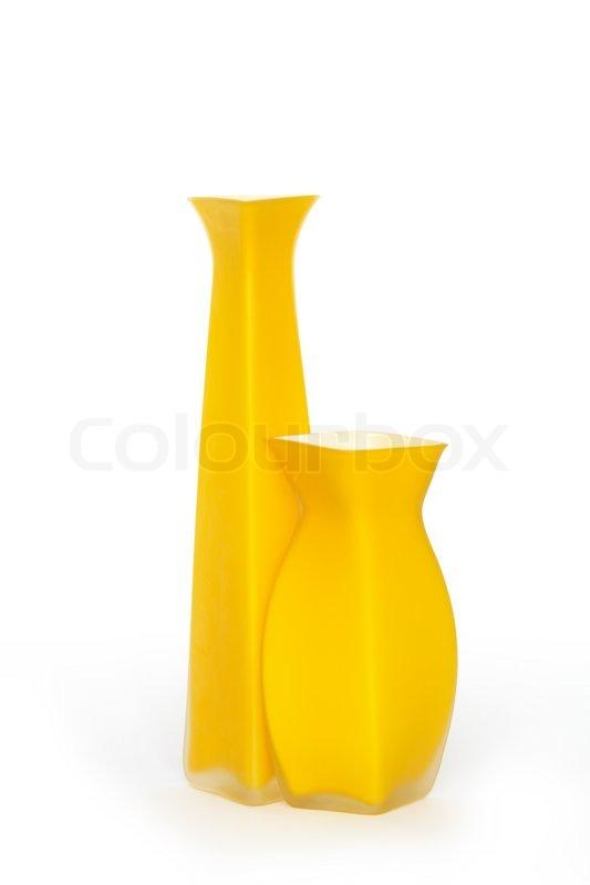 zwei sch ne gelbe moderne vasen auf wei em hintergrund mit. Black Bedroom Furniture Sets. Home Design Ideas