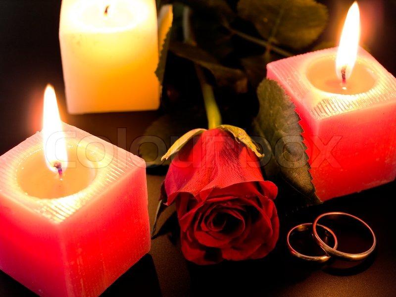 hochzeit goldene ringe rosen und kerzen in der nacht stockfoto colourbox. Black Bedroom Furniture Sets. Home Design Ideas