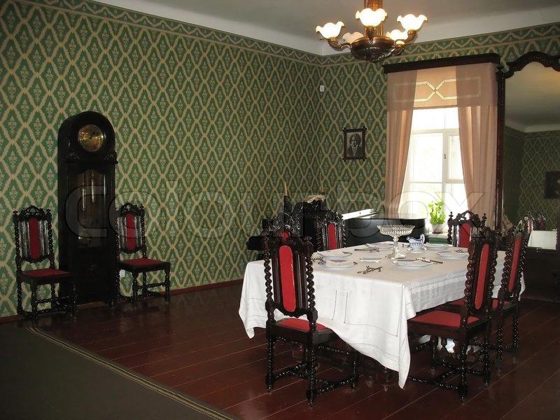 esszimmer interieur in einem historischen haus stockfoto