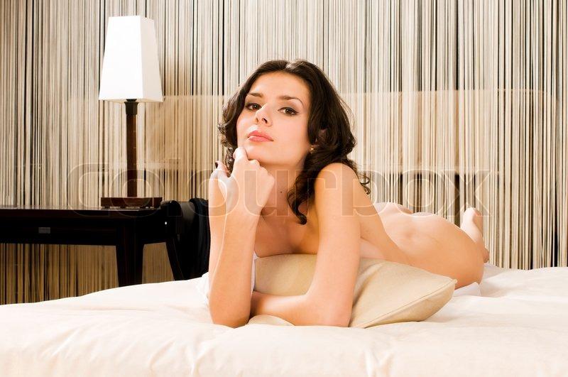 Portrait der verführerische nackte Frau ... | Stockfoto | Colourbox