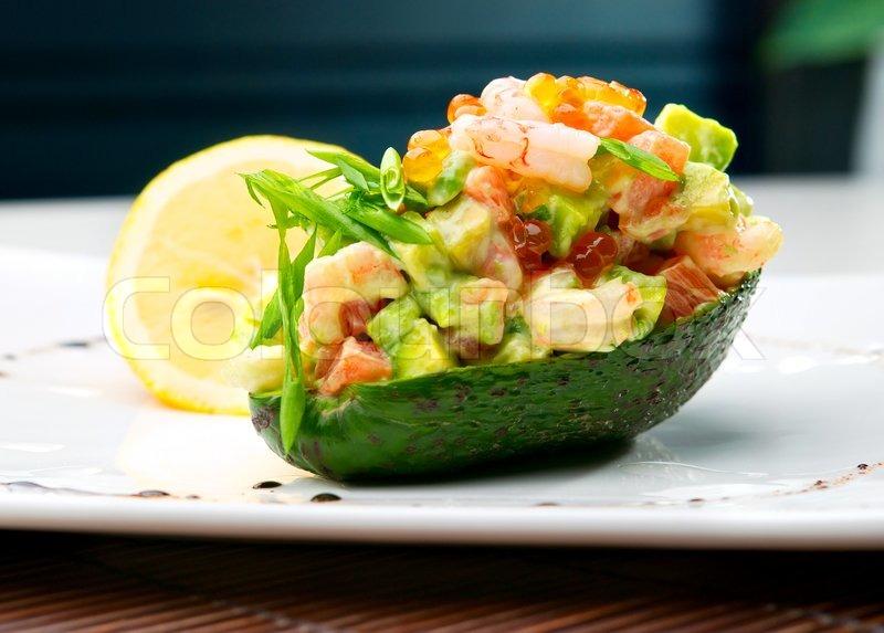 Salat Af Rejer Og Avocado På Bordet I Stock Foto Colourbox