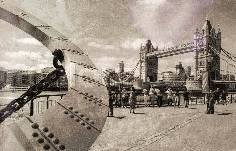 Stock image of 'Vintage view of Tower Bridge with tourists, London.'