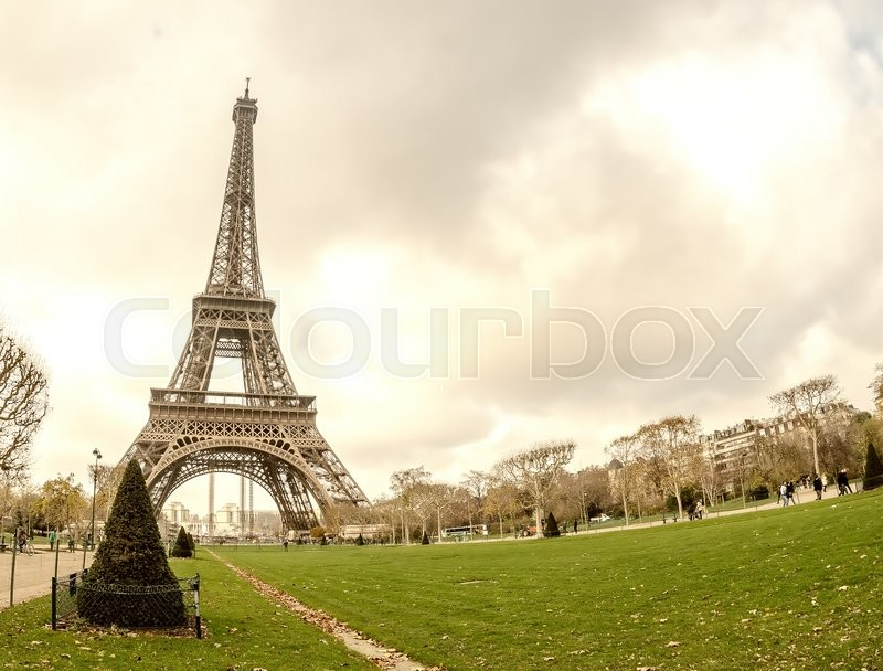 Stock image of 'Sunset over Eiffel Tower in Paris.'