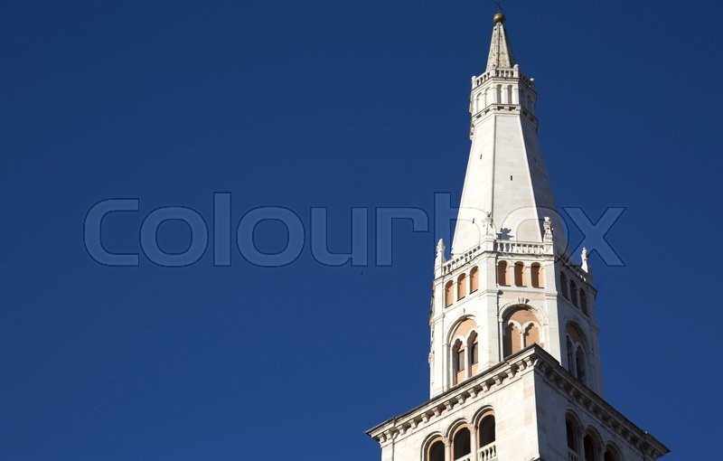 Stock image of 'the tower of cathedral against a blue sky.'