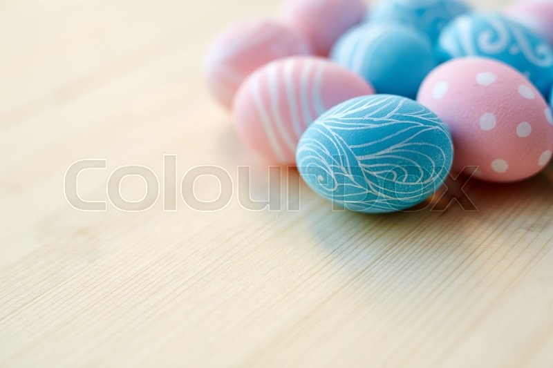 Stock image of 'Easter eggs on wooden surface'