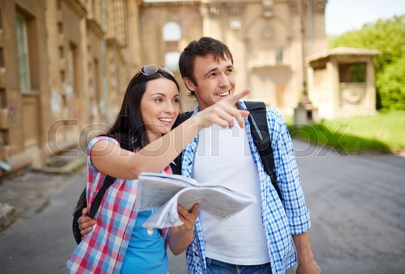 Stock image of 'Couple of tourists in the city holding a map'